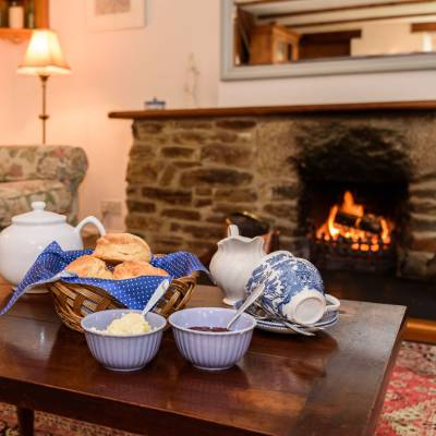 Scones and cream in front of a fire in Offerd cottage